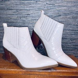 """NWT Marc Fisher """"Rental 2"""" Chelsea boot Size 8"""